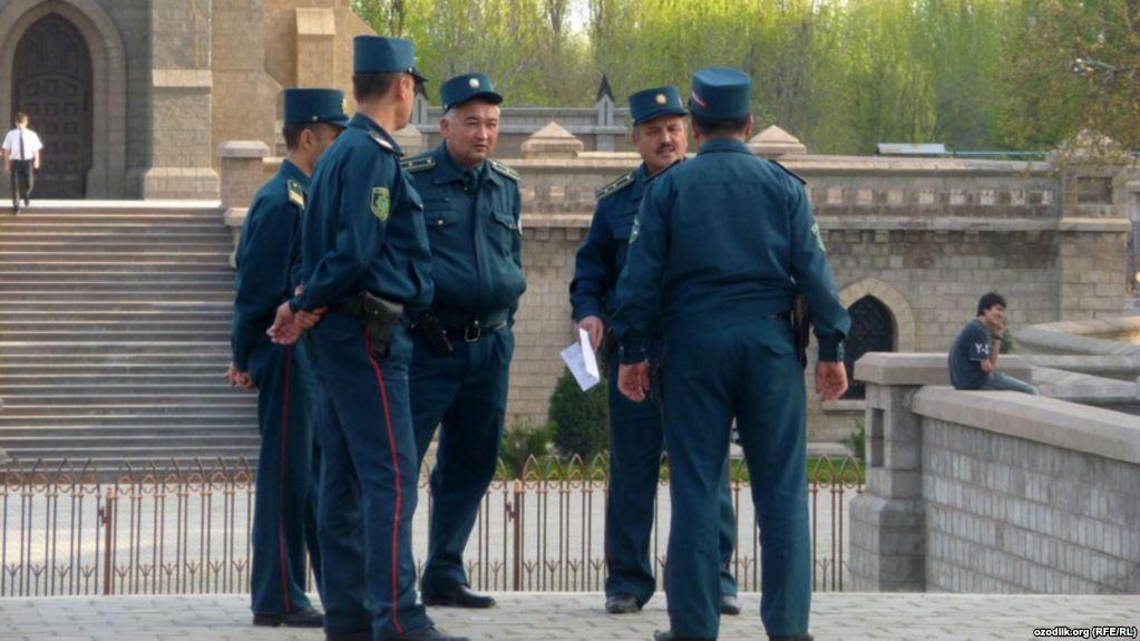 Өзбекстан: Милиционерлер Құран ұстап пара алмауға ант берген