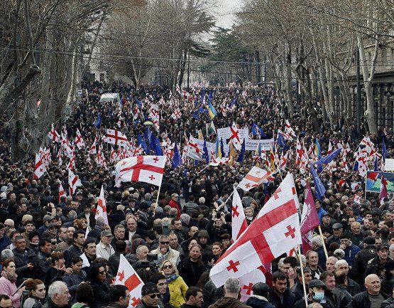 Грузияда мыңдаған адам митингіге шықты