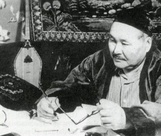 """""""Сәбит Мұқанов КГБ қызметкері болған, жерлестерін өз қолымен атқан"""""""