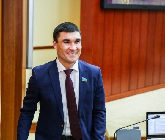 Серік Сәпиев депутаттық мандатынан бас тартты