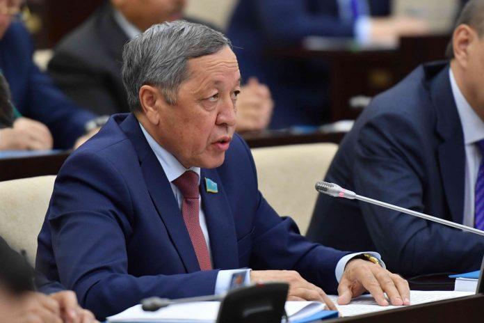 Мұхтар Жұмағазиев, сенатор