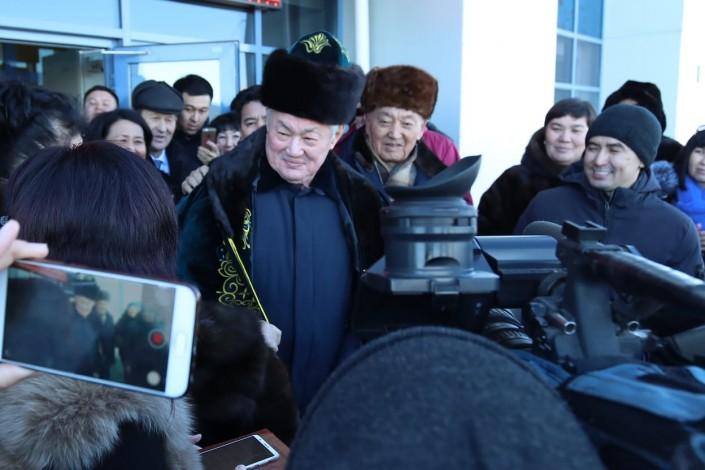 Ақтөбеліктер Бердібек Сапарбаевты қимай шығарып салды (видео)