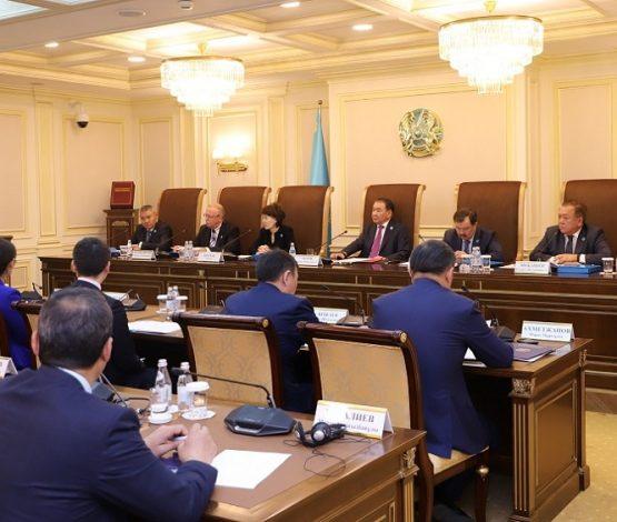 Конституциялық кеңес Тоқаевтың 15 жыл бойы елде тұру нормасын түсіндіру өтінішіне жауап берді