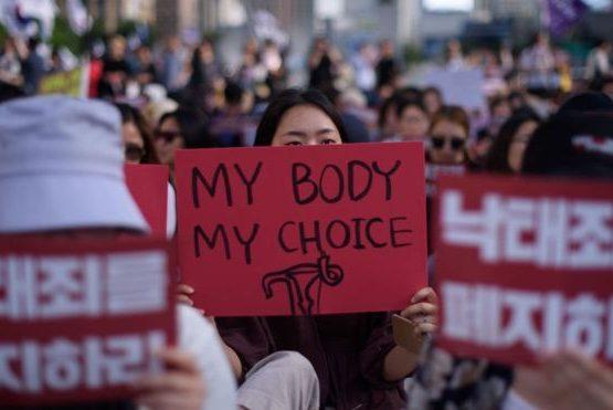 Оңтүстік Корея абортқа тиым салатын заңды алып тастамақ