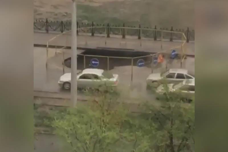 Алматыда былтыр жөнделген жол опырылып қалды