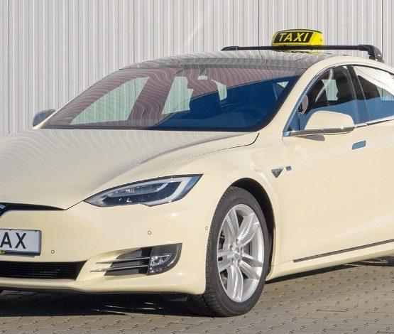 Tesla пилотсыз такси қызметін келесі жылы қосады