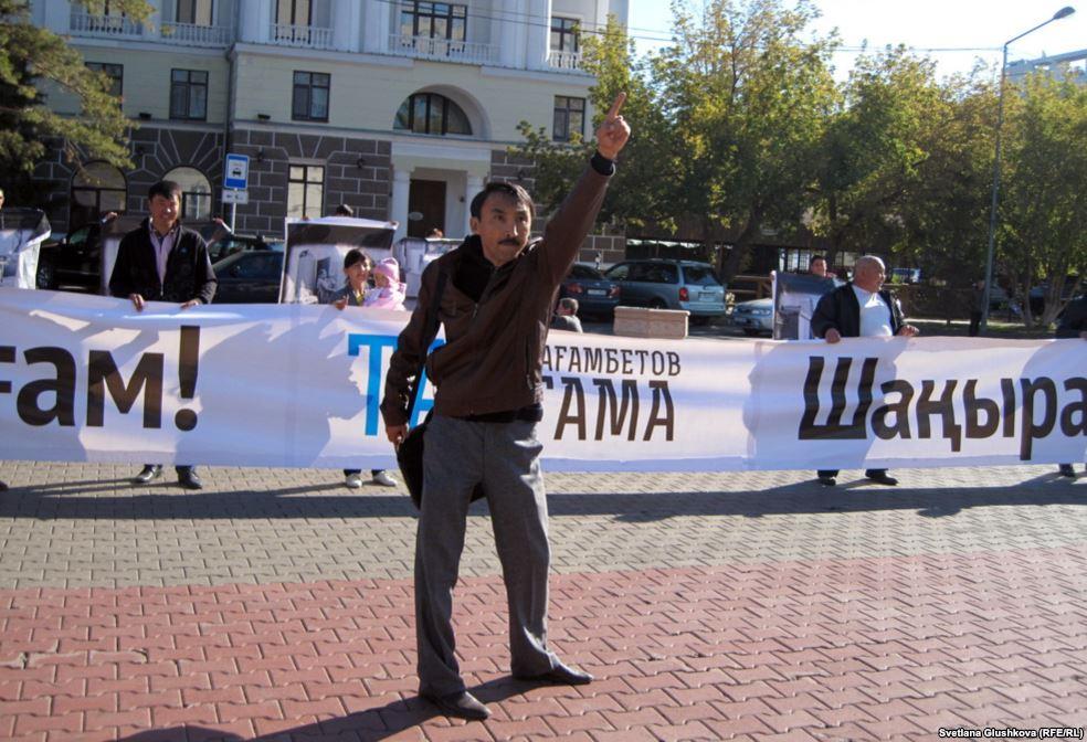 АЭС салуға қарсы митингіге шақырғаны үшін Болатбек Біләлов кеше түнде 15 күнге қамалды