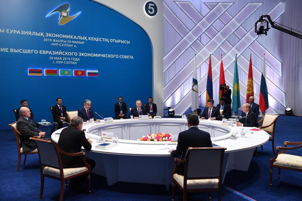 """Назарбаевқа еуразиялық экономикалық одақтың """"құрметті төрағасы"""" атағы берілді"""