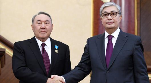Назарбаев халық пен Тоқаевтың алдында ант беруге міндетті