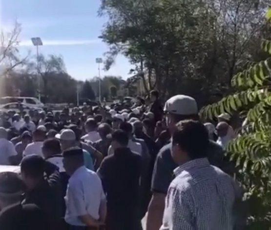 Жаңаөзенде жүзге жуық адам Қытайға қарсы акция шықты (видео)