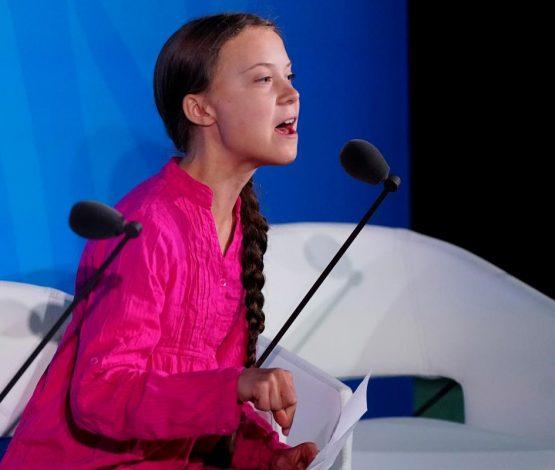 """БҰҰ саммитінің 16 жасар спикері:""""Сіздер менің балалық шағымды ұрладыңыздар!"""""""