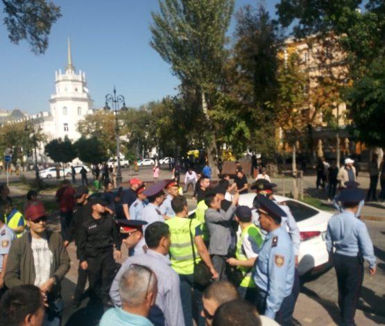 Ерлан Тұрғымбаев: Митинг кезінде 100 адам ұсталды