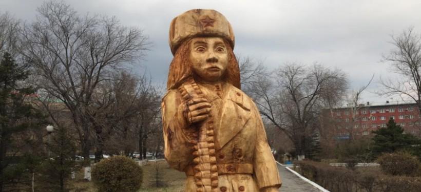 Семей әкімдігі: Мәншүк Мәметова мүсіні алынып тасталды
