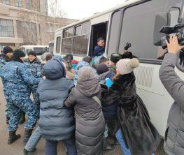 Дулат Ағеділдің жерлеуінен қайтқан адамдарды полиция ұстады