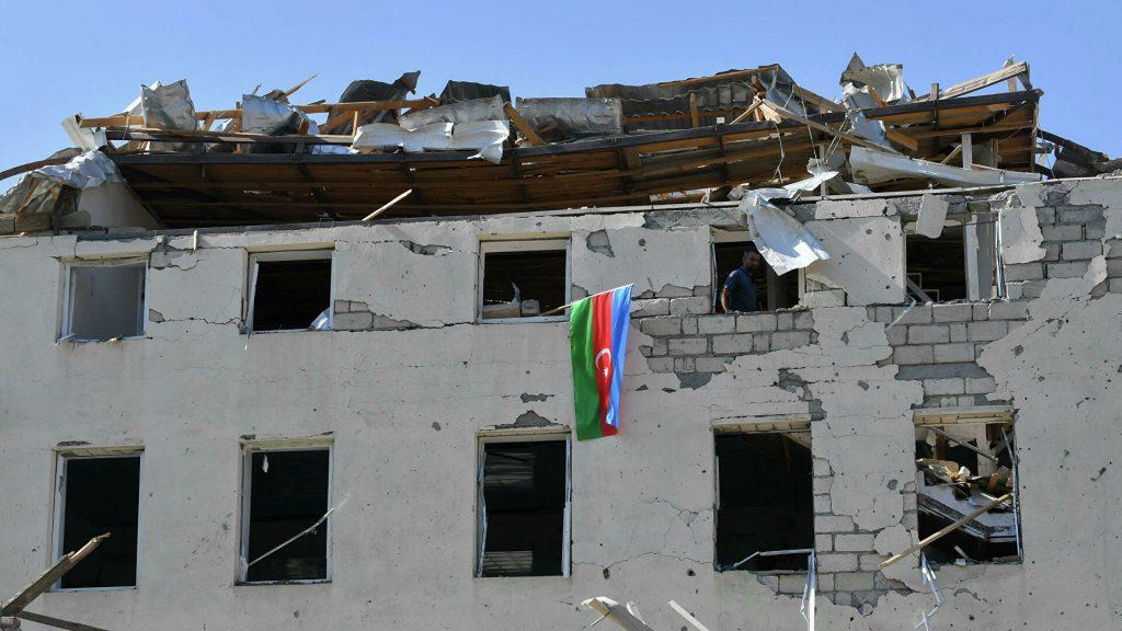 Қарабақ қақтығысы: Гянджада 12 адам қаза болды (видео)