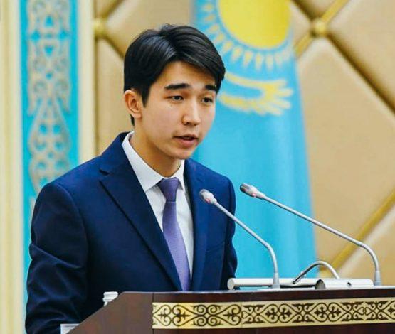 Назарбаевқа ескерткіш қою керек деген жігіт депутат болуы мүмкін
