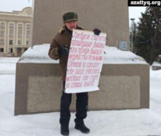 «Бізде тек бір партия»: Орал тұрғыны жалғыз адамдық пикетке шықты