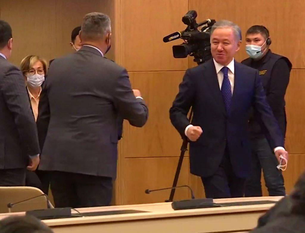 Досым Сәтпаев: «Ескі ойыншылардан құрылған парламент»