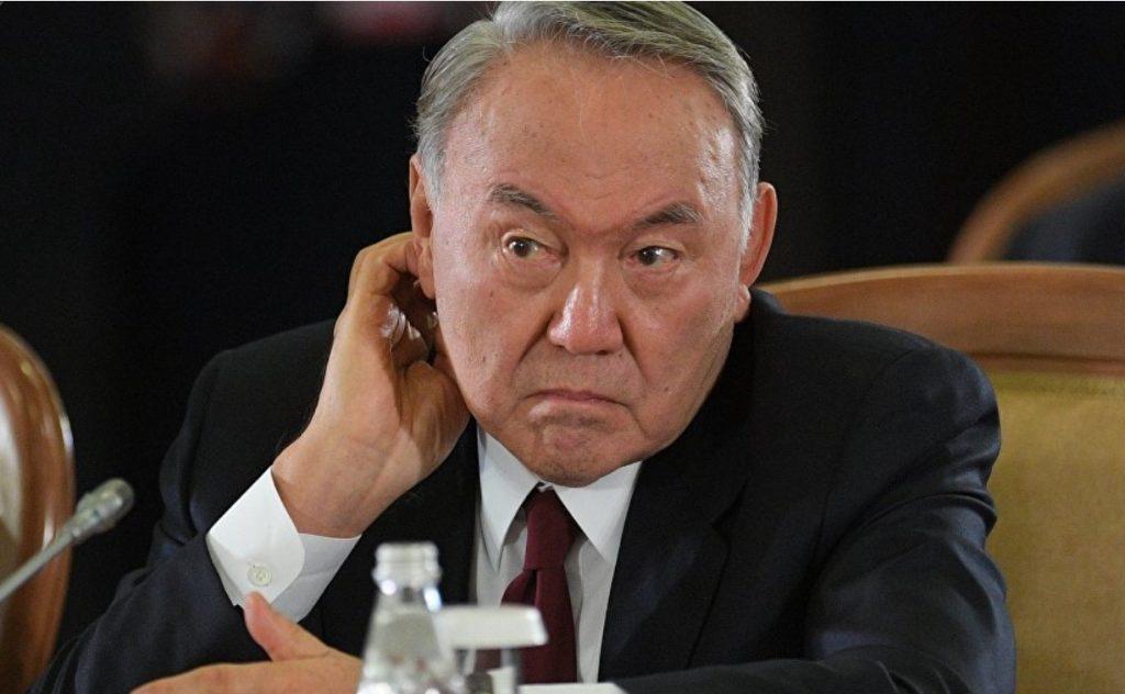 Назарбаев кедейлерге ұн, қант, картоп таратады
