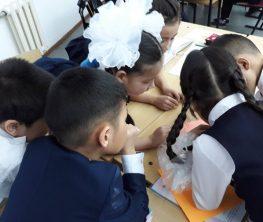 Депутат бастауыш сынып оқулықтарындағы діни мерекелерден шошыды