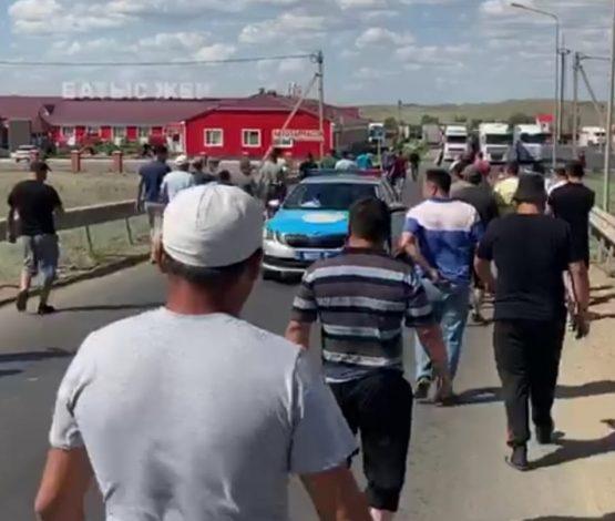 Жүргізушілер Қазақстанның шұрық-тесік жолын ақылы қылуға қарсы