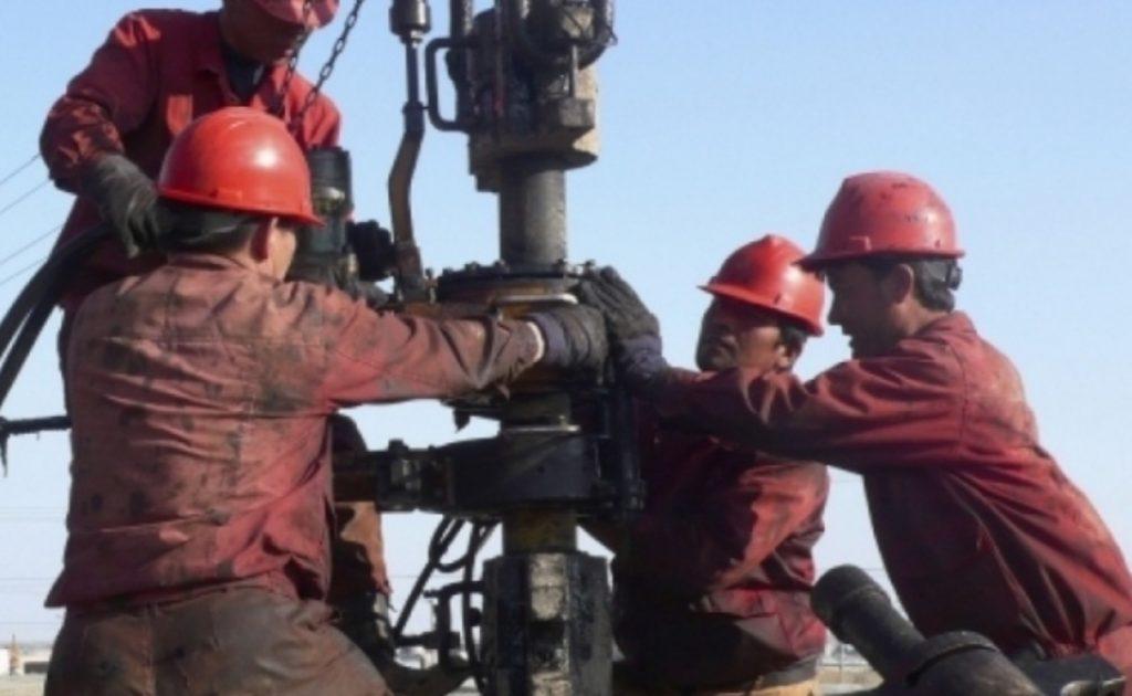 «Полиция қудалауға алды»: Маңғыстаулық мұнайшылар араша сұрады