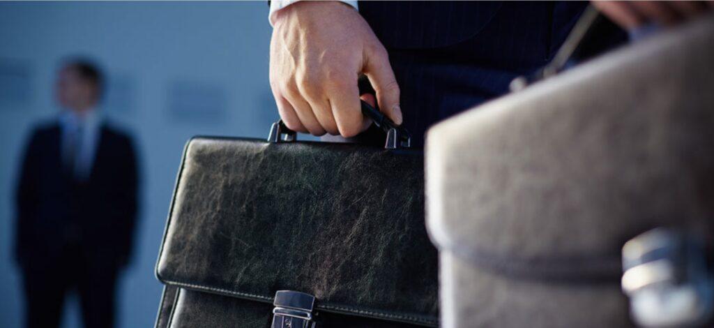 «Заңсыз жолмен табылған қаржы мүлік арқылы ізін жоғалтады»: Депутаттар шенеуніктердің үйіне күдікпен қарады